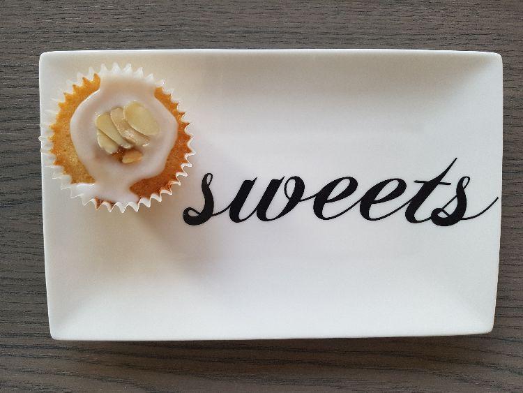 frangipane cupcakes en sweets bordje