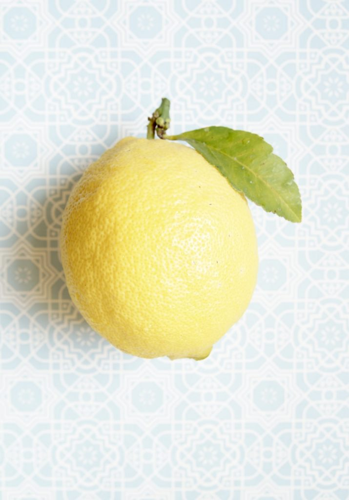 afbeelding citroen met blauwe achtergrond