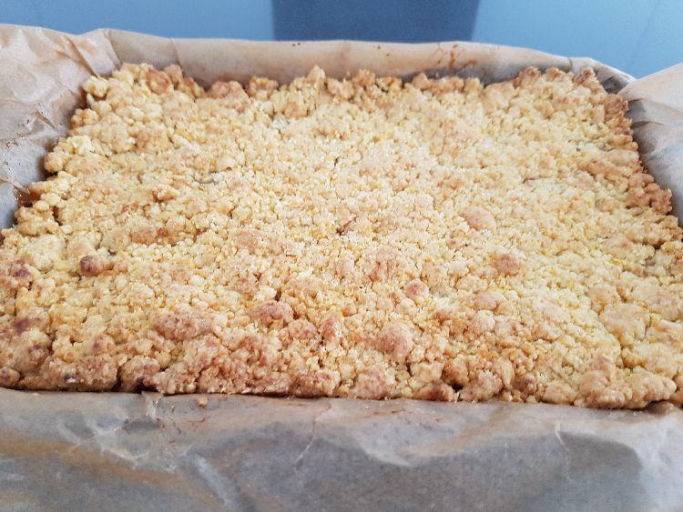 appelkruimeltaart uit de oven