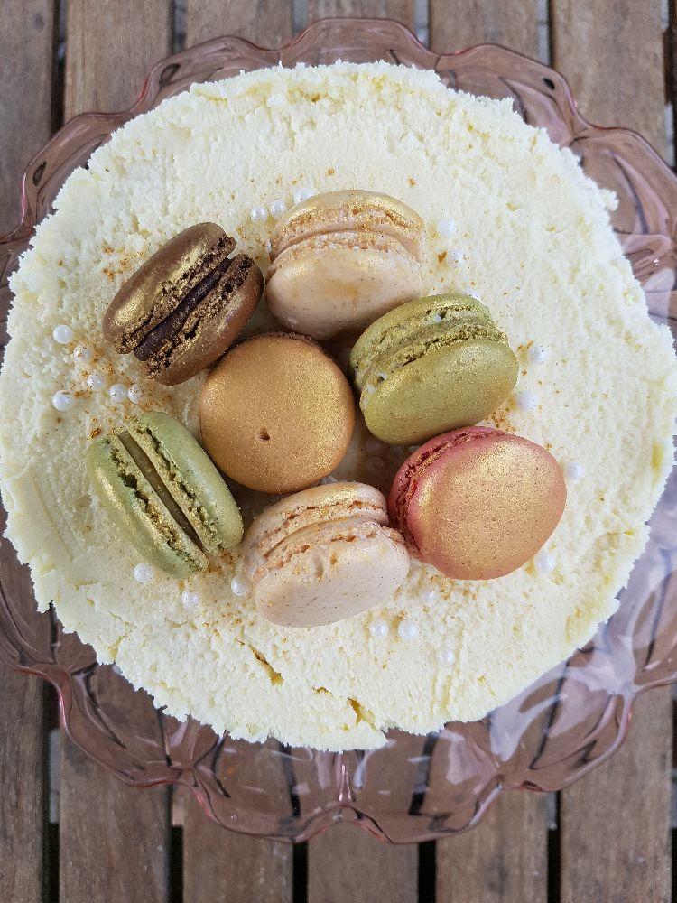 witte chocoladetaart met macarons II