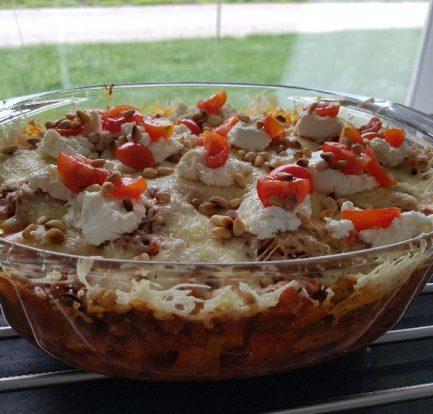 zoete aardappel ovenschotel met garnering