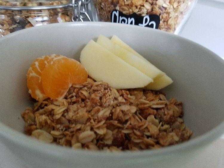 granola met chocolade en fruit